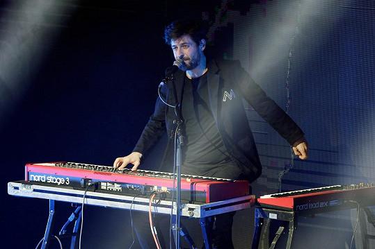 Klávesista kapely Mandrage František Bořík přišel na rok o řidičský průkaz. O informaci se podělil se svými kamarády na sociálních sítích.