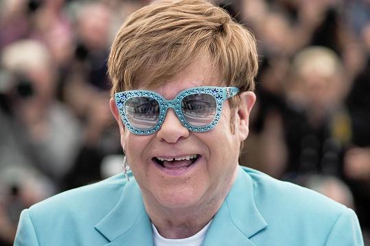 Elton John mu pomohl dostat se ze závislostí.