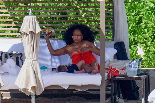 Na Havaji si užívala nejen sluníčka, ale hlavně přítomnosti vnoučat.