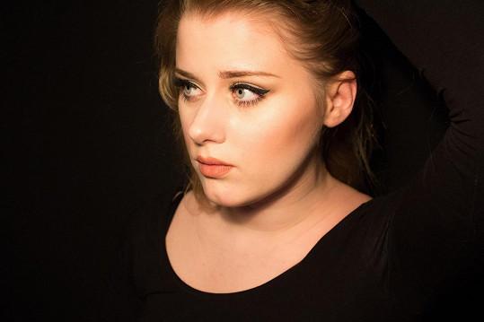 Mladá Švédka by se klidně mohla živit jako dvojnice Adele.