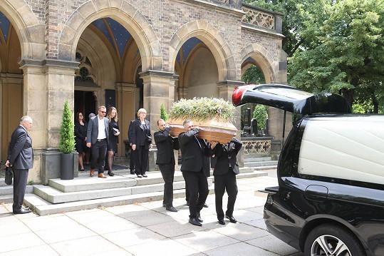 Rodina a nejbližší přátelé se rozloučili s hercem Ladislavem Potměšilem.