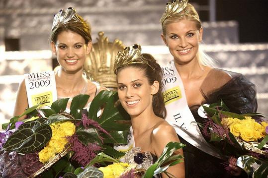 Ještě jako Věrná se v roce 2009 stala druhou vicemiss. Na snímku s Lucií Smatanovou (vlevo) a Anetou Vignerovou