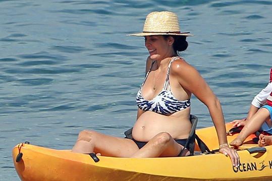 I s obrovským bříškem si užívala dovolenou na Havaji.