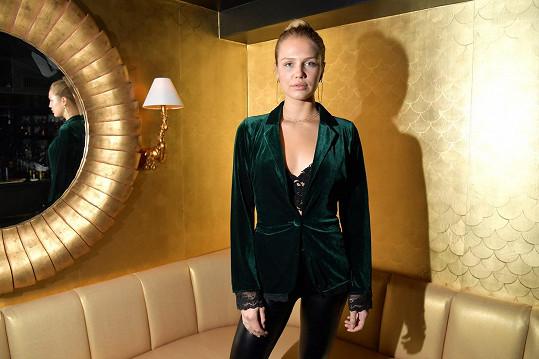 Ida Lundgren se věnuje herectví a modelingu.