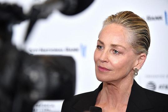 Sharon se i po šedesátce řadí mezi největší hollywoodské sex symboly.