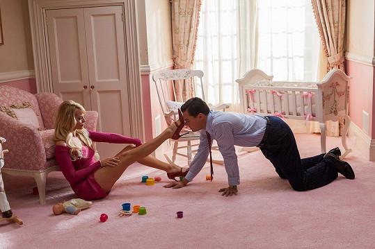 Margot Robbie s Leonardem DiCapriem ve filmu Vlk z Wall Street