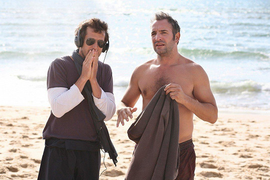 Jean Dujardin (vpravo) ve filmu Milosrdné lži.
