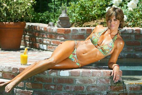 Lisa Rinna se i po padesátce udržuje ve formě. Někteří tvrdí, že až moc.