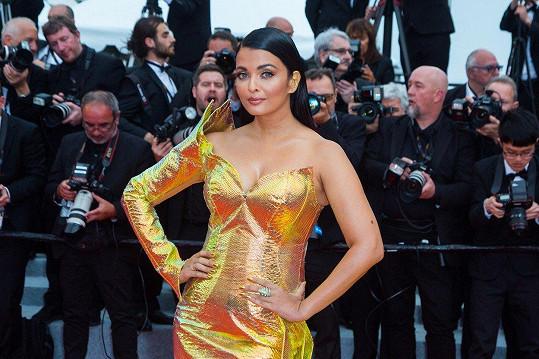 Aishwarya Rai na červeném koberci vyloženě zářila.