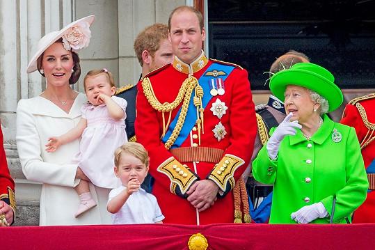 Královně záleželo na tom, aby jejím pravnoučatům nic neuniklo...