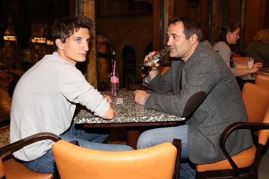 Pavel Zuna ukázal syna.