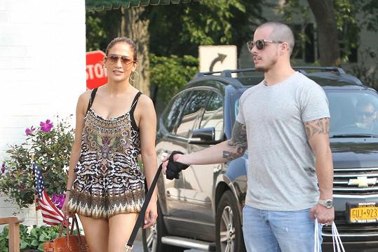 Jennifer opět randí s Casperem.