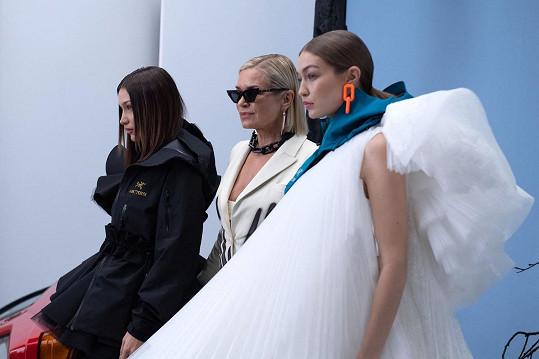 Zleva: Bella, Yolanda a Gigi Hadidovy na přehlídce Off White