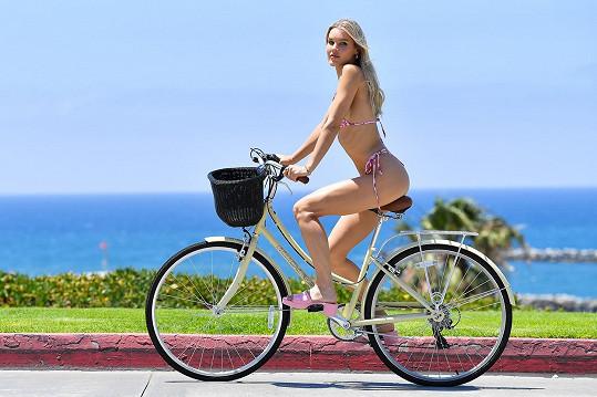 Joy Corrigan se projížděla na kole po LA.