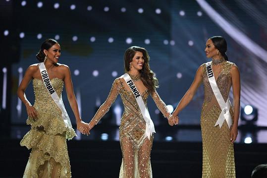 Iris Mittenaere z Francie je novou Miss Universe (uprostřed). Druhá skončila Raquel Pélissier z Haiti (vpravo) a třetí Kolumbijka Andrea Tovar (vlevo).