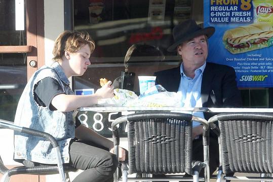 Jack Kilmer na obědě se slavným tatínkem Valem Kilmerem