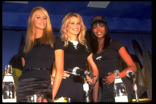 Elle patřila do vytříbené společnosti supermodelek 80. a 90. let. Zde s Naomi Campbell a Claudií Schiffer v roce 1995.