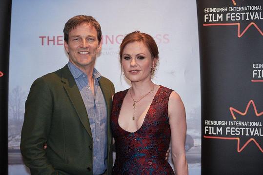 Stephen Annu režíroval ve filmu Sklenička na rozloučenou. Brzy jej uvednou i v Karlových Varech.