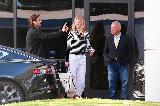 Gwyneth Paltrow a její manžel Brad Falchuk se vrátili z dovolené.