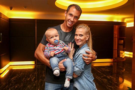 Michaela Ochotská s manželem Lukášem Rosolem a synem Andrém