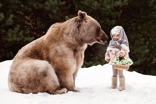 I medvěd může být přítulný. Pokud je ovšem ochočený.