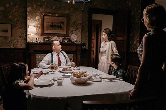 Eve si zahrála s Tomem Hanksem ve filmu Most špiónů.