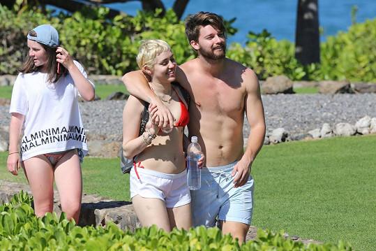 Miley Cyrus je právě na dovolené s Patrickem Schwarzeneggerem.