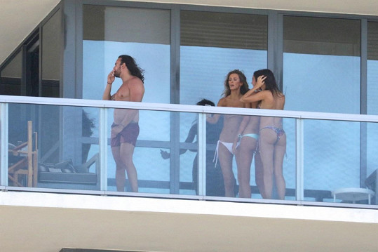 Modelky nahotu moc neřešily...