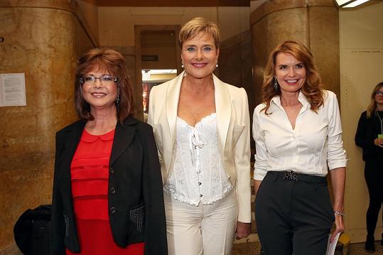 Marie Tomsová s bývalými kolegyněmi z televize Marií Retkovou (uprostřed) a Hanou Heřmánkovou.