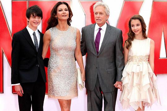 V roce 2015 vzali své potomky na premiéru filmu Ant-Man, v němž Douglas hrál.