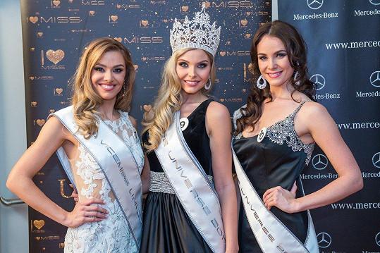Vítězky Miss Universe Slovenské republiky Frederika Samuelová, Vanessa Bottánová a Patrícia Budaiová (zleva)
