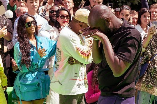 Kanye (vlevo) sdílel dojemný moment s Virgilem Ablohem (vpravo).