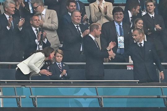 Ale nakonec zůstaly jejich výrazy smutné. Obzvlášť princ George měl velice zklamaný výraz po prohře ve finále Eura.