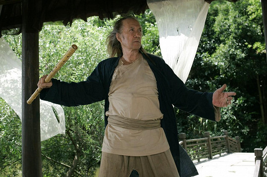 Carradine ve filmu Smrtící Kung Fu 1