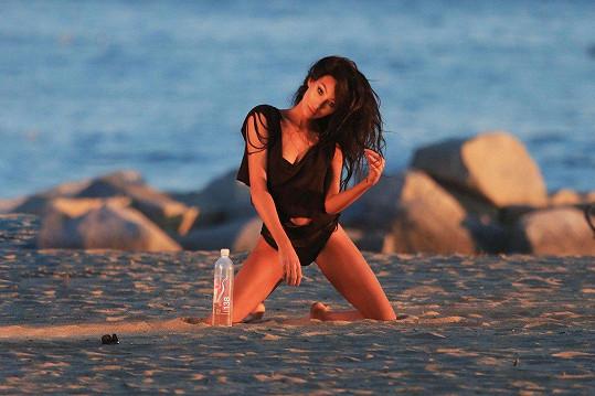 Obrázky byly zhotoveny při východu slunce na pláži v Malibu.