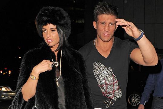 Druhým manželem byl Alex Reid, který jí dal zásnubní prsten za téměř dva milióny korun. Rozvedli se do roka.