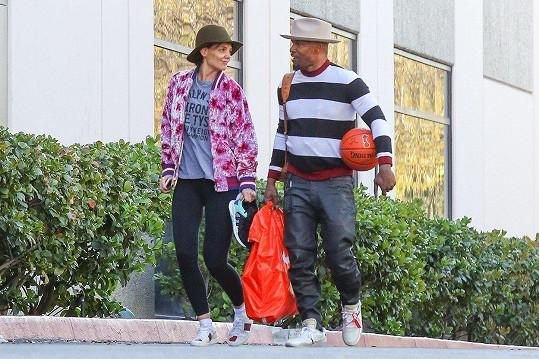 Katie Holmes a Jamie Foxx si spolu dali valentýnský basketbalový trénink.