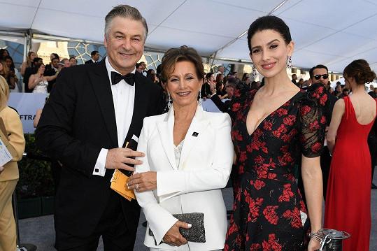 Fotku s Gabrielle mají i manželé Baldwinovi.