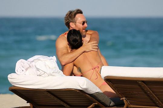 Takhle si s přítelkyní užívali den na pláži v Miami.