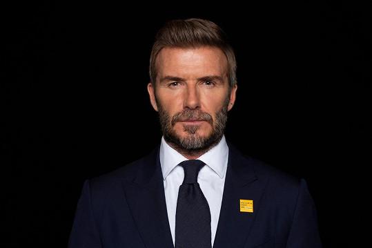 Davidovi je 45 let.