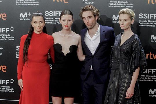 Robert Pattinson a Mia Goth se sešli při práci na snímku High Life.