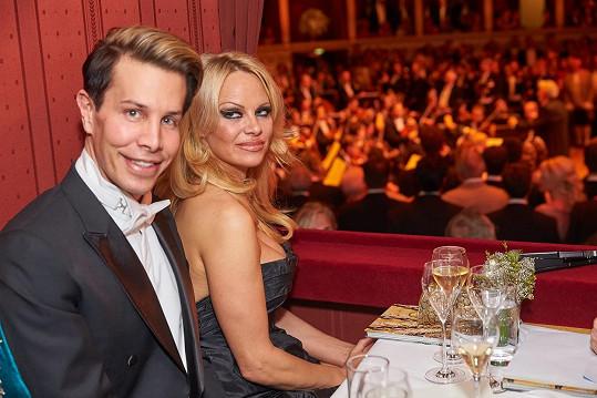 Pamela na plese s Florianem Wessem.