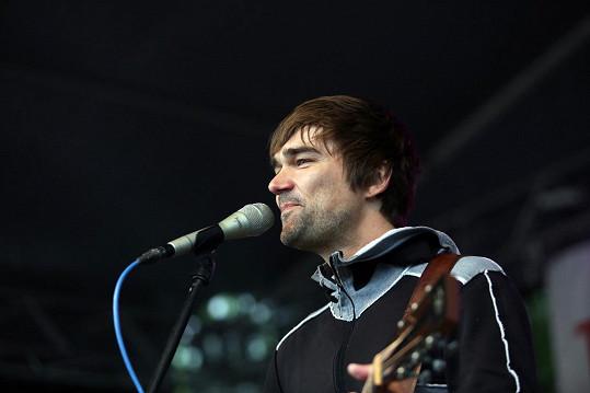 Kytarista Jiří Kučerovský bojuje s rakovinou.