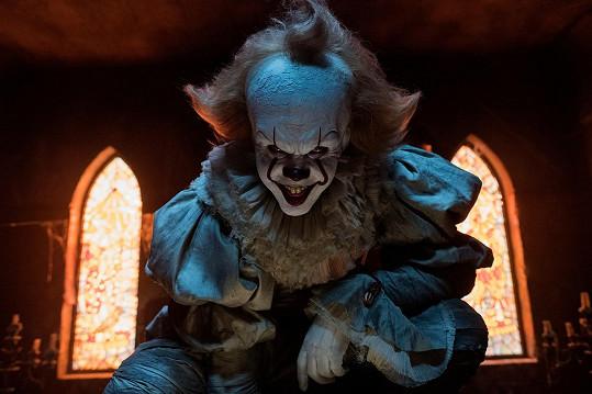 Jako klaun Pennywise v hororu To naprosto exceloval.