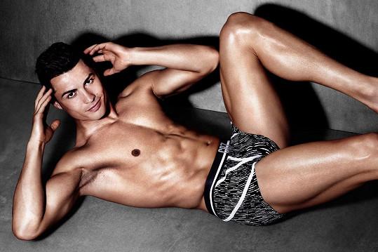 Cristiano Ronaldo nafotil další kampaň pro vlastní značku spodního prádla.
