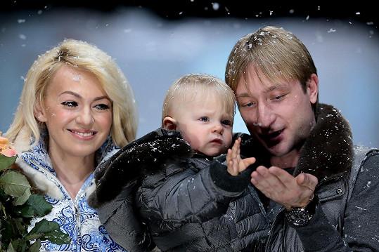 Jevgenij Pljuščenko s manželkou a jejich synem na snímku z roku 2014