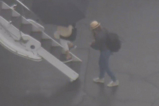 Jennifer Aniston a Courteney Cox byly na palubě letadla, které muselo nouzově přistát.