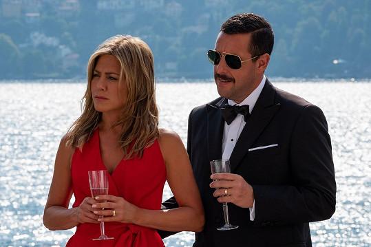 Herec s Jennifer Aniston v jednom ze svých posledních snímků Vražda na jachtě