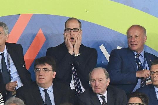 Na fotbalový zápas rád zajde, a jak vidno, velice prožívá vypjaté situace.
