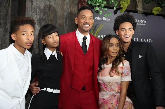 Hvězdný pár se společnými dětmi Willow a Jadenem a hercovým synem Treyem (vpravo)